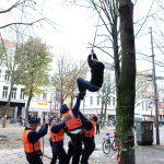 Boomactivisten op De Keyserlei voeren actie voor het behoudt van de bomen