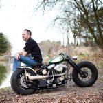 Luc Hallaert met z'n zelfgemaakte Harley-Davidson