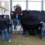 europese vakbonden komen samen bij Opel Antwerpen : de pers probeert een glimp te krijgen van de vergadering