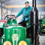 André met z'n Vierzon FV1 tractor