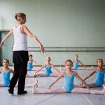 Balletschool Prins Dries : jonge balletdansertjes in de les bij juf Linda