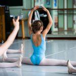 Balletschool Prins Dries :jonge balletdansertjes in de les bij juf Linda